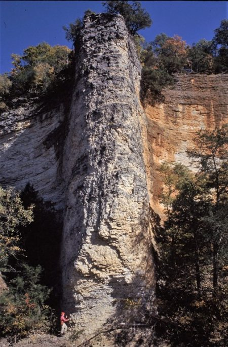 Buttress on Little Buffalo River near Parthenon